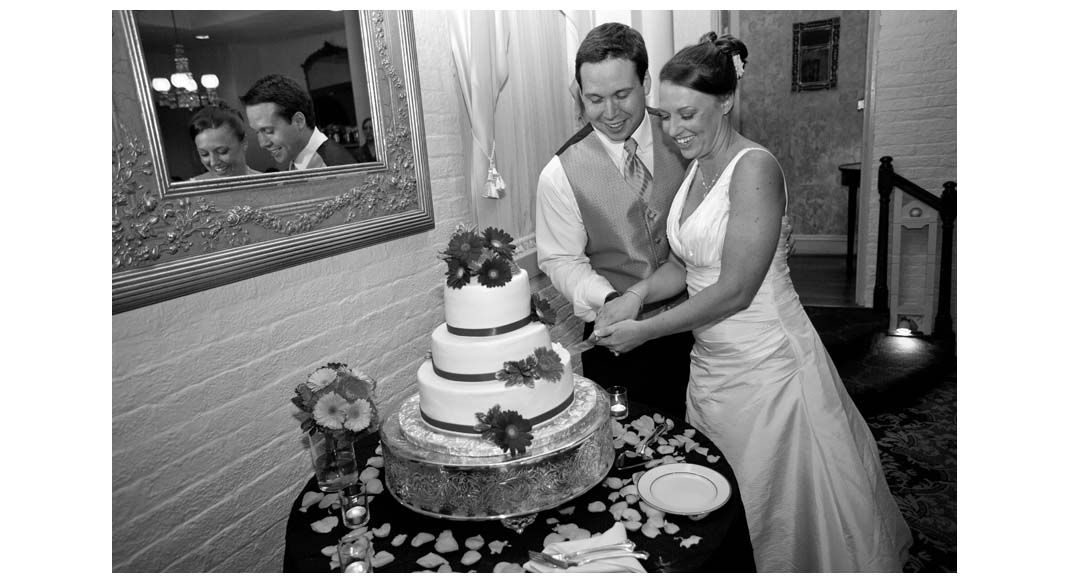 Jenn and Mike cutting the cake